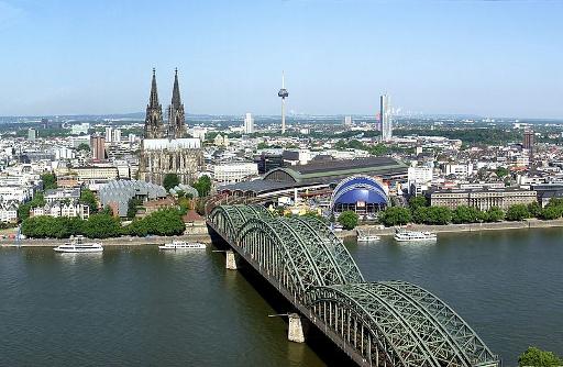 800px-Köln_Panorama_small